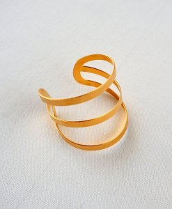 A modern 3-strip gold bracelet