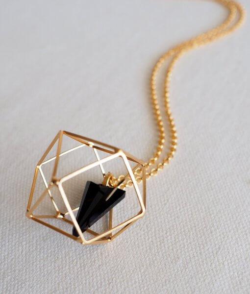 שרשרת מולקולה ופירמידה זהב שחור